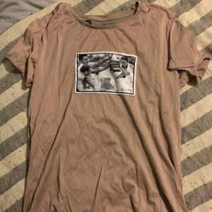 Ännu en limitato t-Shirt i storlek M✨✨Fint skick, skriv på meddelande vid intresse och fler frågor❣️😊