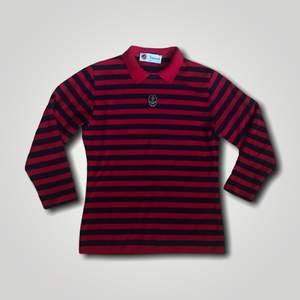 Skjortaktig tröja, väldigt mysig. Passar alla XS-S, rekommenderas till personer under 170 cm. Köp nu! 👐