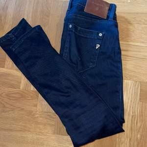 Mörkblå dondup jeans. Använda ett fåtal gånger. Storlek 26