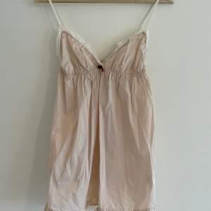 Rosa linne från Odd Molly i stl 1. Använd, men i bra skick! 😊