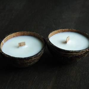 Vi på Bright Bowl UF erbjuder ett mer miljövänligt alternativ till doftljus. Våra ljus är handgjorda från kokosnöt till färdigt ljus och vi använder oss av växtbaserat vax som kokos och/eller sojavax istället för stearin och paraffinvaxer som är tillverkat på fossila oljor och animaliska fetter. Besök gärna våran instagram: @brightbowluf där även våran hemsida finns länkad (eller skicka ett meddelande för länk!) , för mer information och möjlighet att beställa våra ljus!!