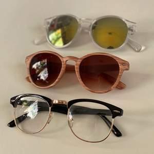 Två par fina solglasögon i likadan form ❌OBS paret i trä mönster och de vanliga glasögonen är sålda!❌ Köp nu! Frakt är 24 kr. Köp nu! ✨✨