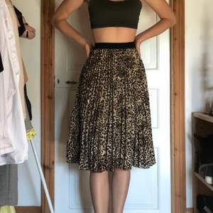 Leopard kjol, i topp skick!!!