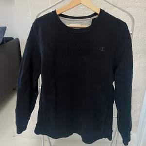 säljer denna svarta vintage-tröja från Champion i strl M!
