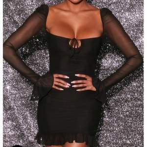 Super fin svart klänning från Ohpolly i storlek 8 (36). Aldrig använd utan endast testad, så är i ett bra skick (prislappen sitter fortfarande på). Säljer eftersom att den inte kommer till användning.