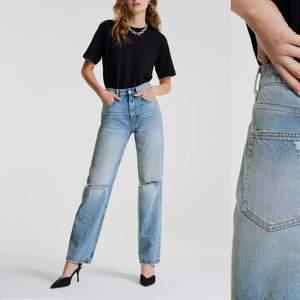 Jeansen är i jätte bra skick och är jätte fina, när jag köpte jeansen kostade dom 600kr men säljer dom för 200kr plus frakt🌟