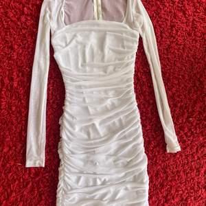 Fashionnova klänning storlek s