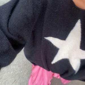 Super söt tröja med en vit stjärna på💕