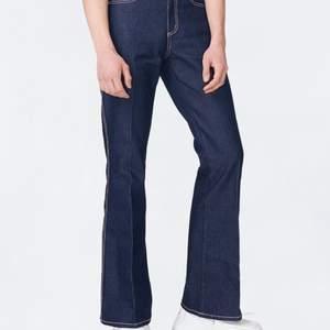 Slutsålda jeans från eytys i storlek 28