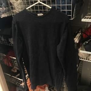 Blå tröja från filipp k i storlek XS men mer som en S