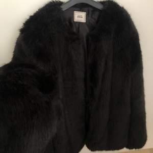 Säljer en höst jacka som jag inte använder, vet inte storleken men skulle säga att den passar som S/M🧚🏼♂️