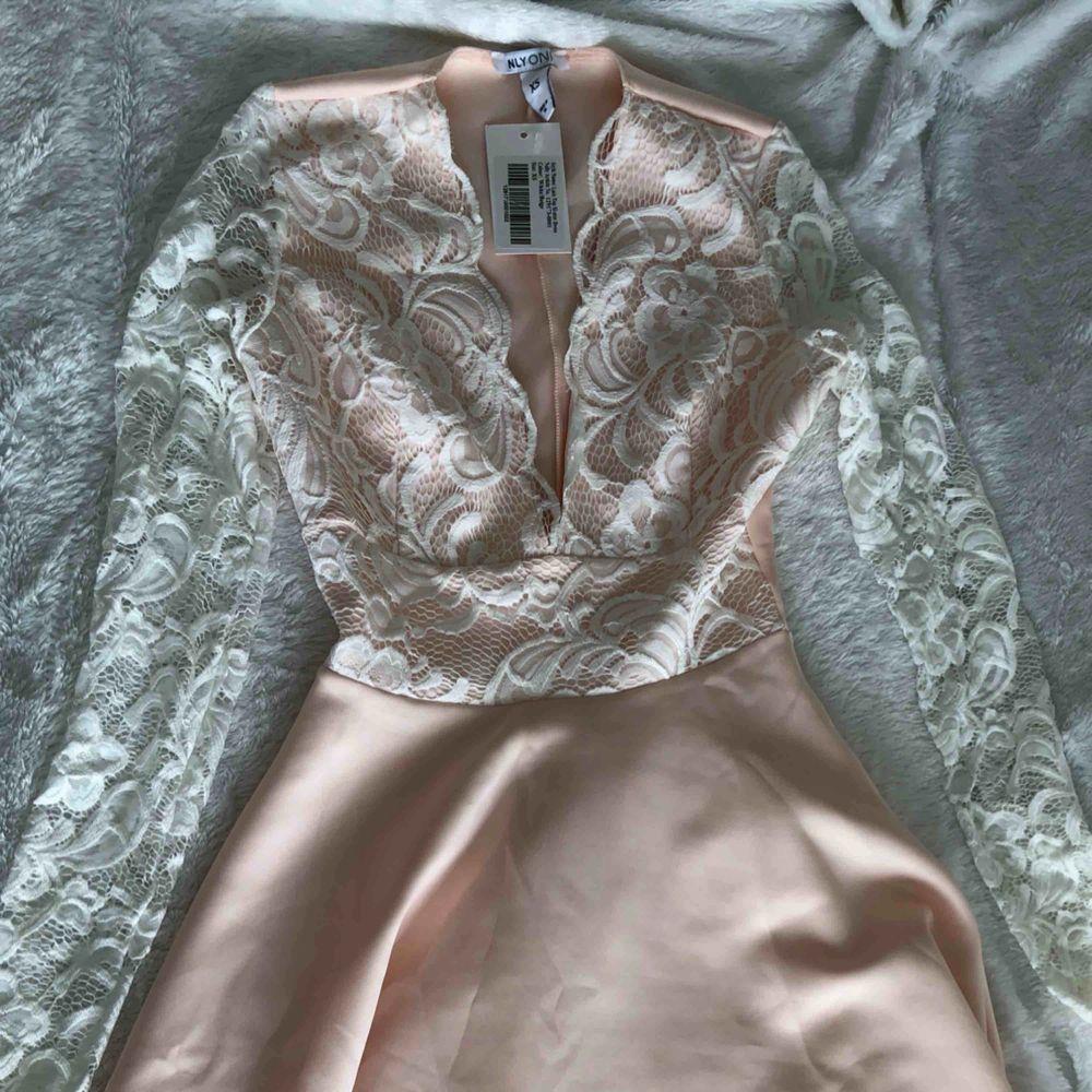 Super söt/snygg klänning! . Klänningar.