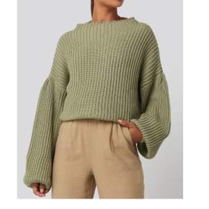 En superfin stickad tröja i en läcker grön färg. Tjockt material.