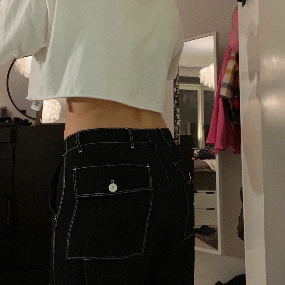 Byxor från Arket köpta på Arkivet, storlek M men passar mig som vanligtvis har S! 🌈 Köpare står för eventuella fraktkostnader 🍓. Jeans & Byxor.