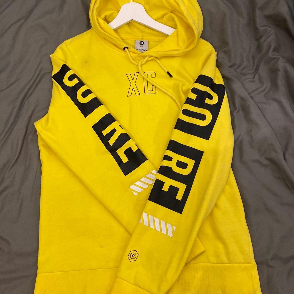 Jack amd jones hoodie i storleken M passar även lika bra som S. Tröjor & Koftor.