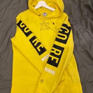 Jack amd jones hoodie i storleken M passar även lika bra som S