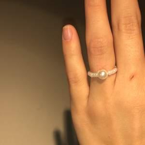 Pärl ring som jag gör, mät runt fingret så fixar jag din exakt mått💕 finns i flera färger! Inga garantier då jag gör själv men väldigt fina💍 KOLLA MIN PROFIL FÖR FLER