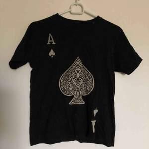 T-shirt från en utländsk sida men kommer tyvärr inte ihåg vilken. Aldrig använd. Köparen står för frakt:)