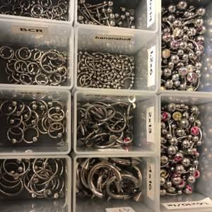 Fina piercingar från företaget Laboro. Finns o titan och kirurgiskt stål. Guld, silver och olika färger. Hör av er vad ni söker så kan vi hitta nått till dig 😊 alla piercing har olika priser - vissa billigare och vissa dyrare