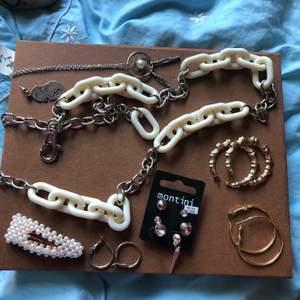Massa olika smycken. Skriv för pris!