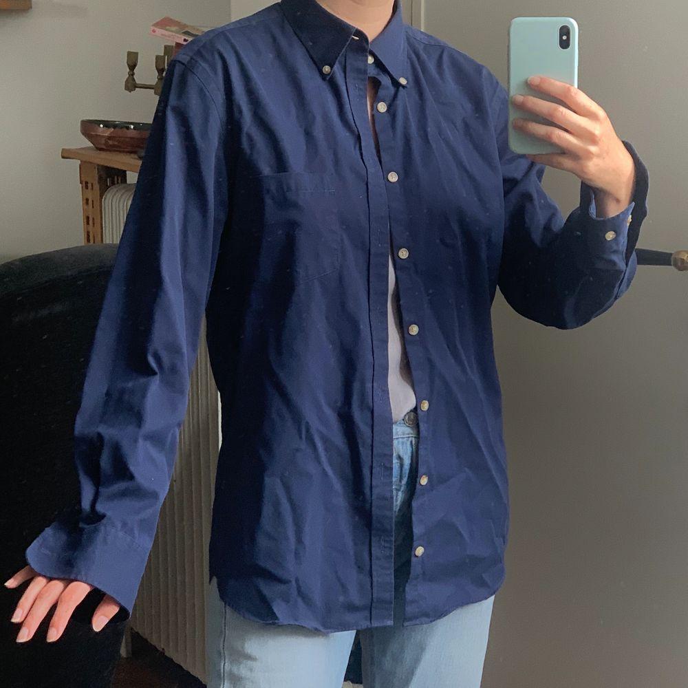 Skjorta från märkes Charles Tyrwhitt, storlek M i slim. Frakt kostar 59kr. . Skjortor.