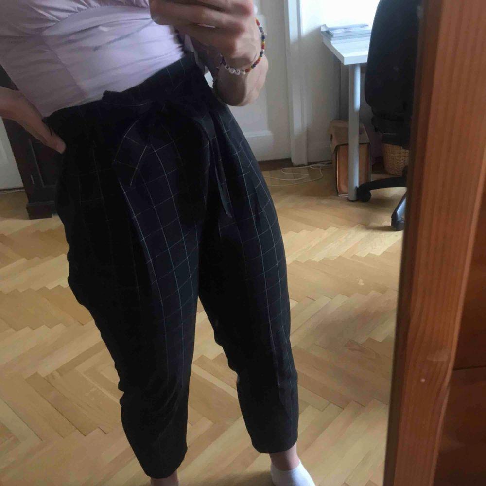 Rutiga kostymbyxor. Köparen står för frakten. Kan även mötas upp i Stockholm . Jeans & Byxor.