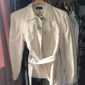 Skjorta/ jacka i Jeans material. Storlek M