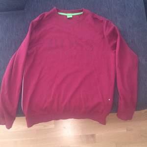 Äkta Hugo boss tröja använd tre gånger bara, köpt från jhonells. Köpt för 2400!