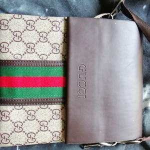 Gucci väska säljs hör av dig vid köp. Direkt köp 600 frakt 800