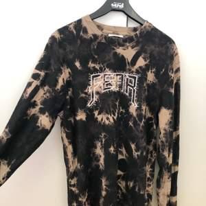En cool tröja från carlings som är slutsåld 🌼 tycker den är skitcool men använder aldrig och därav säljer istället