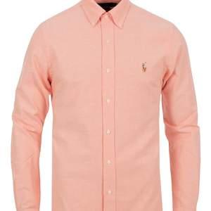 Hej, jag säljer en Ralph lauren skjorta i orange storlek small. Säljer för 100kr ink frakt.