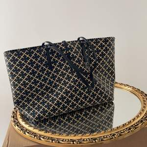 En väska från By malene Birger som e fint skick nytt pris-2300kr mitt pris-850 inklusive frakten