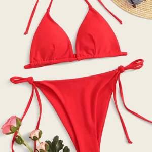 Helt oanvänd bikini från Shein. Jätte fin. Förliten så används inte 💕 frakt tillkommer på 25kr