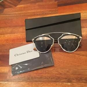 Jag säljer nu mina Dior so real solglasögon! Mkt populära solglasögon, som man bland annat sett på många amerikanska kändisar och svenska bloggerskor! Fick dem för 1 år sedan men använda minst 2 gånger så de är i gott skick. Inga repor eller så! De är köpta på NK, och det kostade runt 5000 sek! Säljer dem nu för 2000 sek! Pm vid intresse!