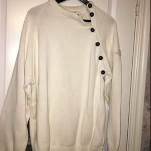 En äkta och helt oanvänd Henri Lloyd tröja  Säljer pga för stor för mig - priset kan diskuteras så tveka inte att höra av dig!