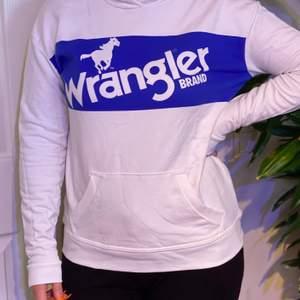 Hoodie från Wrangler köpt på Carlings. Köparen står för frakten! 🥰
