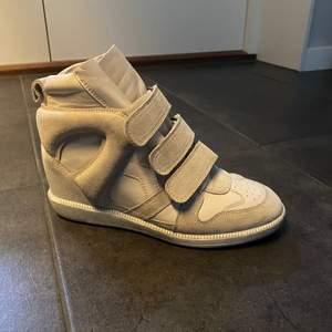Säljer mina isabel marant skor, knappt använda. Nypris finns på lådan.💕💕💕💕