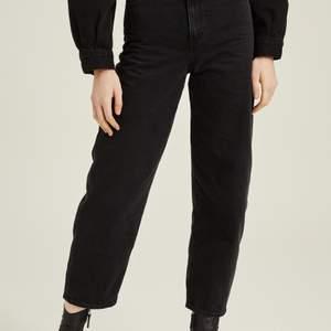 Levis balloon jeans i storlek w28l28 säljes. Svarta! Älskar dessa jeans men de har tyvärr blivit för stora.