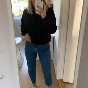 Säljer dessa skitsnygga jeans ifrån hm, köpta för inte alla längesedan men säljer pga att de är lite för stora på mig! Köpta för 349kr! Köparen står för frakten❤️