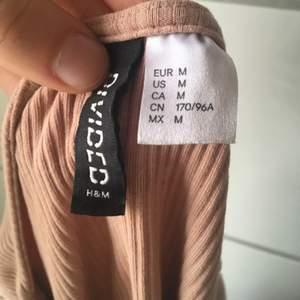 Gammelrosa T-shirt från H&M! Köparen står för frakten