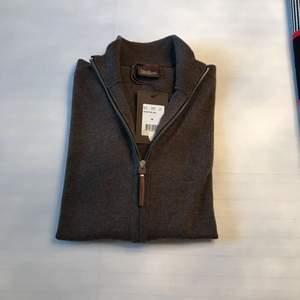 Helt ny full zipper från Oscar Jacobson, prislapp sitter kvar.
