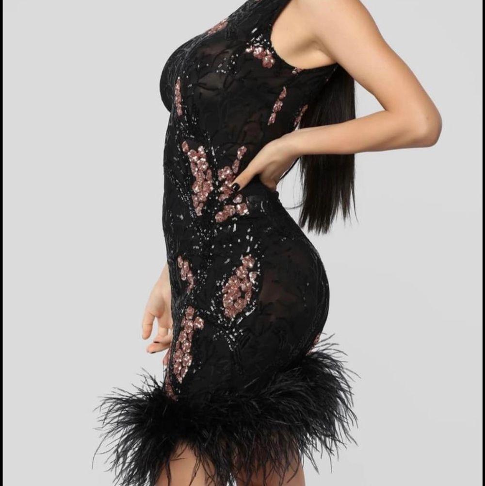 Helt ny klänning i storlek XS. Köpt från fashionnova. Finns i limhamn och hämtas på plats! Endast swish betalning!   Står wj för postnords slarv! . Klänningar.