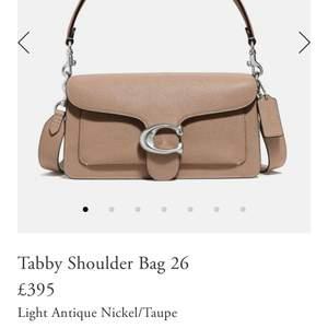 Säljer min coach tabby väska, använd en gång och är i väldigt nyskick.