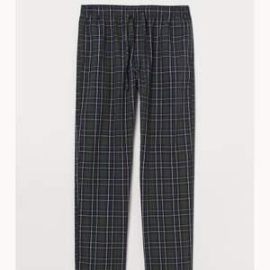 Säljer dessa pyjamasbyxor i bomull. Går även att använda som vanliga byxor! Buda!