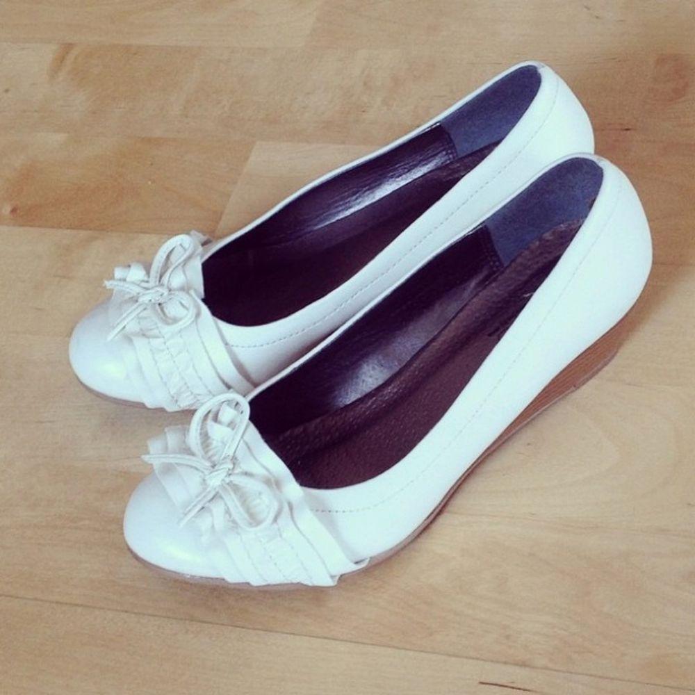 Fina skor med liten klack från Ellos. Använda en gång. Mycket bra skick!. Skor.