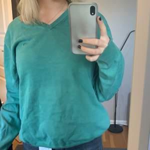 säljer denna tröja från boomerang i storel L💕