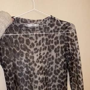 Säljer min leopard mesh tröja från mango, super fin😍😍