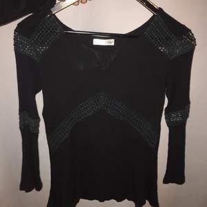 Gullig svart blus/tröja i storlek S