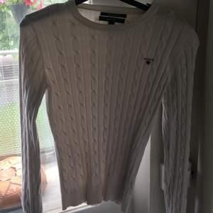 Säljer min vackra stickade gant tröja som aldrig har kommit till användning. Den är precis som ny och luktar i princip nytt också! Nypris : 1199kr (Prutbart vid snabb affär)