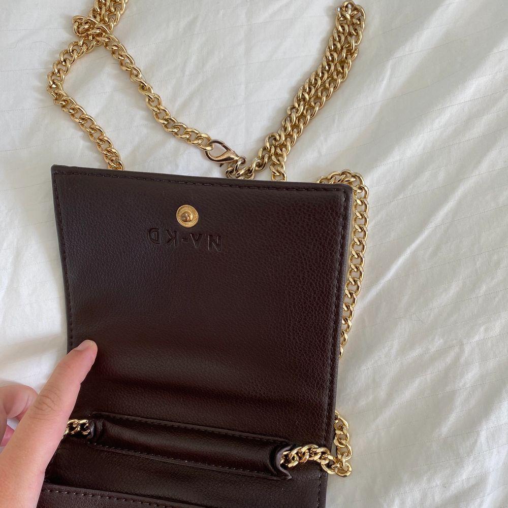 superfin och vintage inspirerad väska ifrån nakd! mycket sparsamt använd! köparen står för frakt 📦🤎. Väskor.